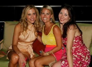 Emily Giffin poses with the Southern Color and Pretty Southern bloggers
