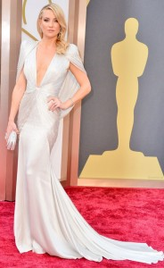 Kate Hudson in Versace  is the epitome of Hollywood glamour.