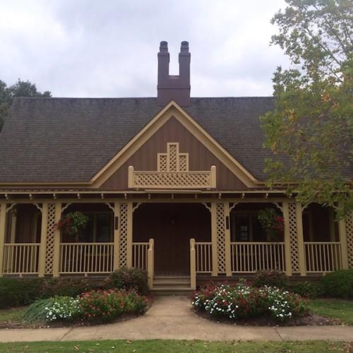 Barnsley Gardens cottage